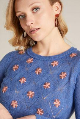 blauwe trui met roze bloemen asha bell sleeve top duchesse 05370