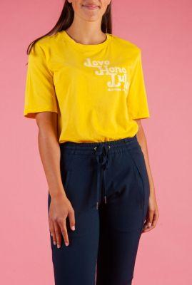geel t-shirt van biologisch katoen met tekst opdruk 156210