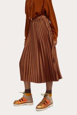 roest kleurige plissé midi rok met lichte glans 159100