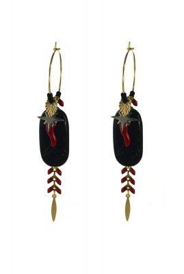 gouden oorbellen met zwarte steen en rode details 1902b69
