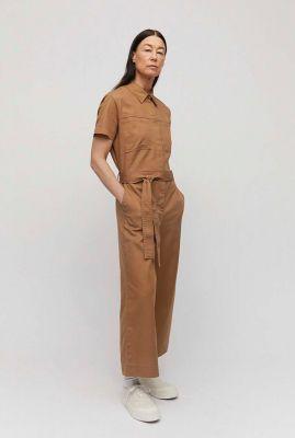 caramel kleurige jumpsuit met ceintuur roslindaa 30001731