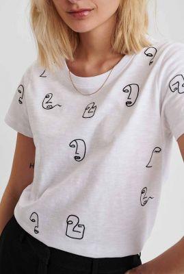 wit t-shirt met geborduurd silhouet dessin nuberta tee 700982