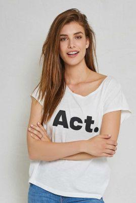 wit t-shirt met zwarte tekst opdruk  violet act  90301102