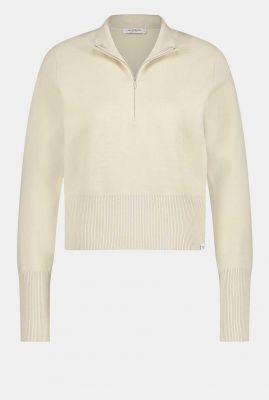 korte zand kleurige fijn gebreide trui met ritssluiting w21b119
