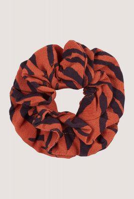 oranje scrunchie met dieren print ac animal stripes