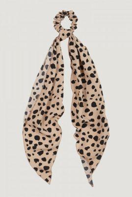 beige scrunchie sjaal met luipaard print ac leopard clash scarf