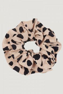 licht bruine scrunchie met luipaard print ac leopard clash