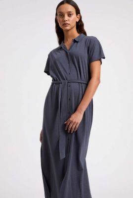 donkerblauwe midi jurk met klassieke kraag iskaa 30003195
