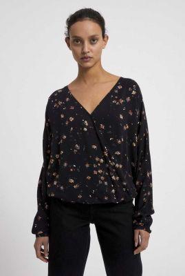 zwarte top met overslag en bloemen dessin aroaa 30003087