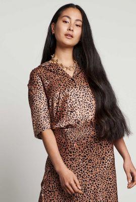bruine zijde look blouse met luiaard print bl glazed spots