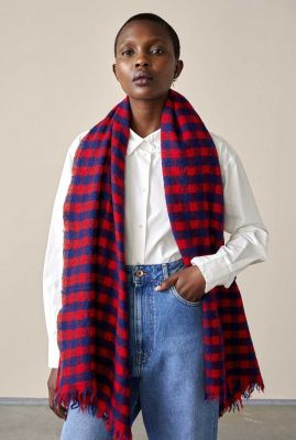 rood met blauw geruite sjaal van wol sidar12 c0922