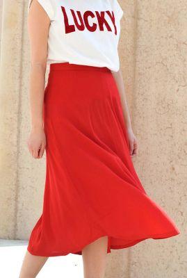 rode midi rok met wijde uitlopende pasvorm mavis skirt