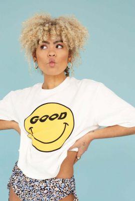 wit t-shirt met smiley opdruk en cropped pasvorm ts so good