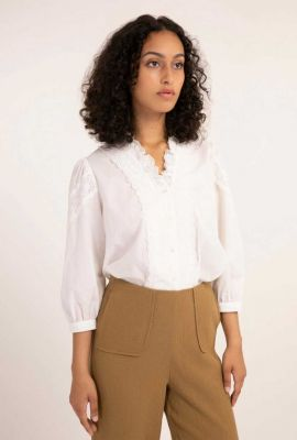 witte blouse met 3/4 mouwen en kanten details celma