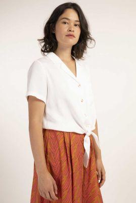witte blouse met reverskraag en knoop detail calanthe