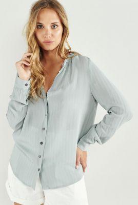 soepel vallende licht blauwe blouse met ruches kraag daniela 58043