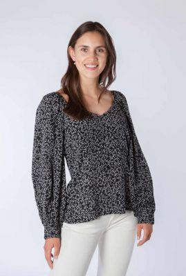 zwarte top met v-hals en witte all-over print colombo blouse
