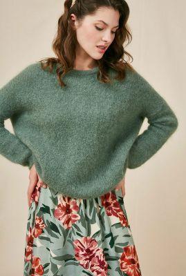 losvallende trui van wolmix met knoopdetails op rug  daria