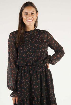 zwarte blouse met bloemen dessin erica print shirt