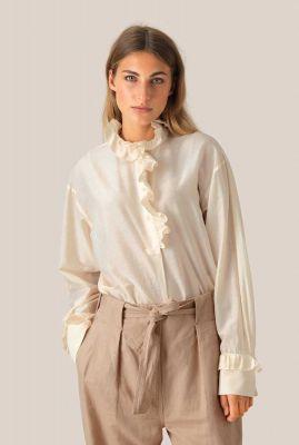 vrouwelijke off-white top van zijdemix met ruche details frillo ls blouse