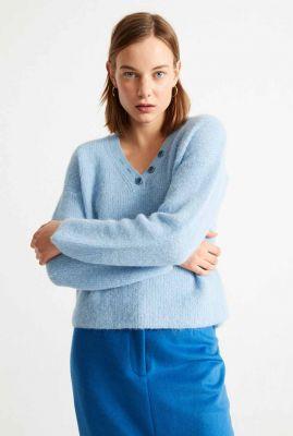 lichtblauwe gebreide trui met v-hals holly knitted sweater wkn00103