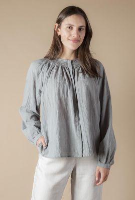grijze katoenen blouse met gesmokte halslijn izmey