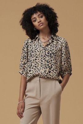 beige blouse met luipaard dessin lierre shirt s/s