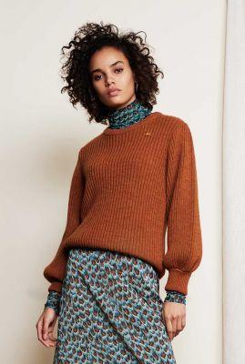 cognac kleurige gebreide trui met pofmouwen Marianne Pullover