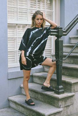 zwart t-shirt jurk met tie-dye print maxime shirt dress