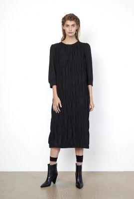 zwarte jurk met grote smock details mazla dress