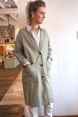 duurzame lange beige jas met reverskraag Genna