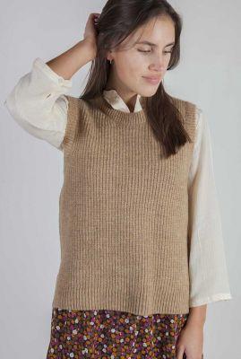 bruine mouwloze slip-over trui met splitjes gunhilda vest