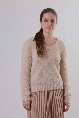 zachte zand kleurige trui met v-hals van baby alpaca my1177