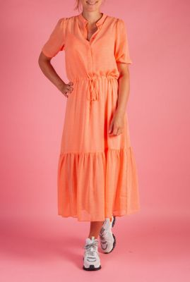 oranje jurk met fijne print en tunnelkoord newsha