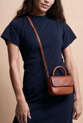 kleine cognac kleurige schoudertas van leer nano bag omb-e137bv
