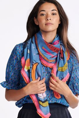 blauwe sjaal met handgeschilderde print colourful dreams sp6446