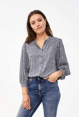 blauwe blouse met botanische all-over print rikki botanic blouse