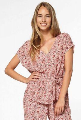 viscose blouse met rode all-over print en strikceintuur silke s20.67.3055