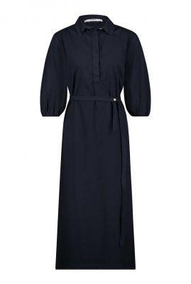 donkerblauwe katoenen jurk met halflange mouw en ceintuur s21w316
