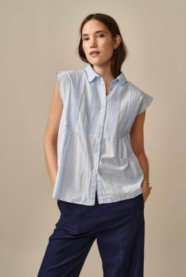licht blauwe blouse met plooi details silsbee s0879