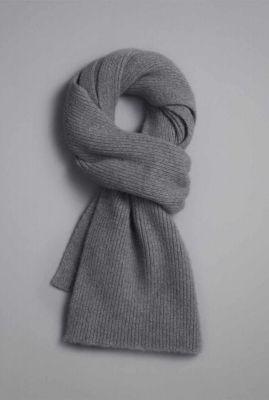 donkergrijze sjaal van lamswol en duurzame angora smoke scarf