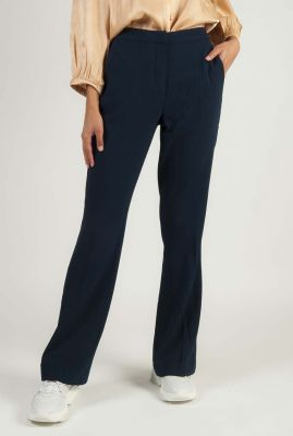 donker blauwe pantalon met flare pijp 7420612 nukendall