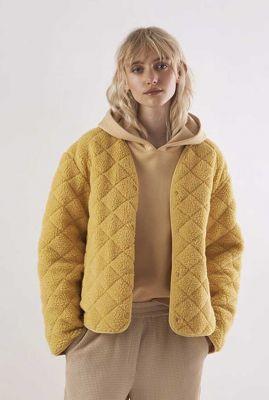 geel gewatteerd teddy jasje met zakken vigdis jacket