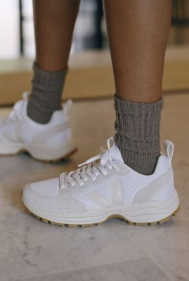 beige sneakers met suede details venturi alveomesh vt012257