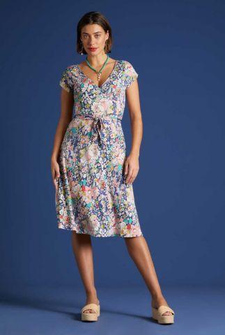 blauwe overslag jurk met bloemen dessin mira dress capitola 06086
