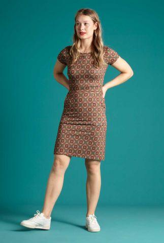 rode getailleerde jurk met sierlijke print mona dress morada 06178