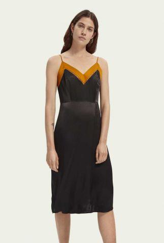 zwarte satijnen jurk met spaghettibandjes 158990