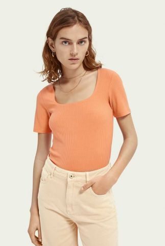 oranje t-shirt met rib dessin en vierkante hals 161717