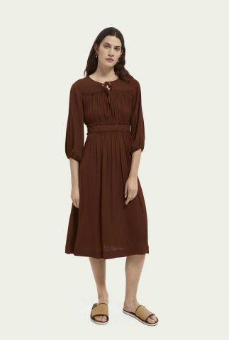 donker bruine jurk met plooi details en strip detail 162220