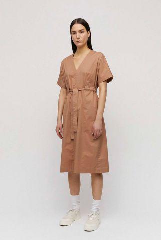 bruine katoenen jurk met v-hals en ceintuur pamelaa 30001900